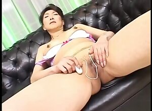 Nanako Shimada Hot Japanese Freulein masturbates